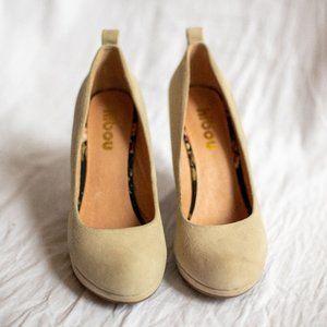 ✨2/20✨ Wedge cream suede heels